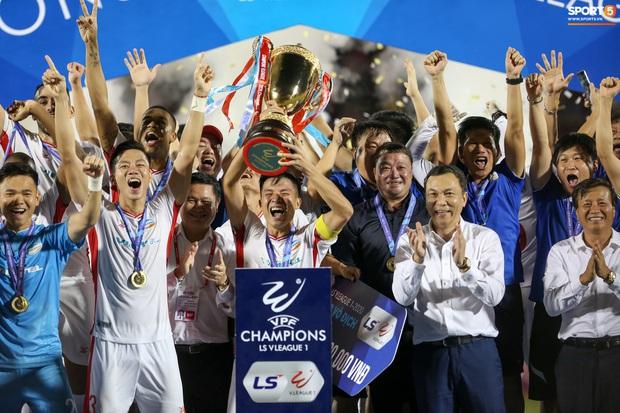 Bùi Tiến Dũng bất ngờ mang nhẫn kim cương cầu hôn Khánh Linh ngay sau khi vô địch V.League - Ảnh 7.