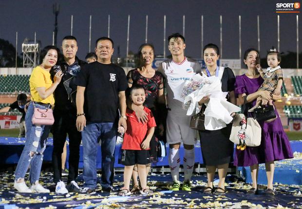 Bùi Tiến Dũng bất ngờ mang nhẫn kim cương cầu hôn Khánh Linh ngay sau khi vô địch V.League - Ảnh 5.