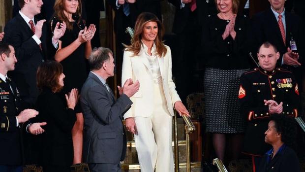 Phong cách trái ngược của 2 vị phu nhân Tổng thống: Trang nhã như bà Biden và quyến rũ như bà Trump - Ảnh 14.