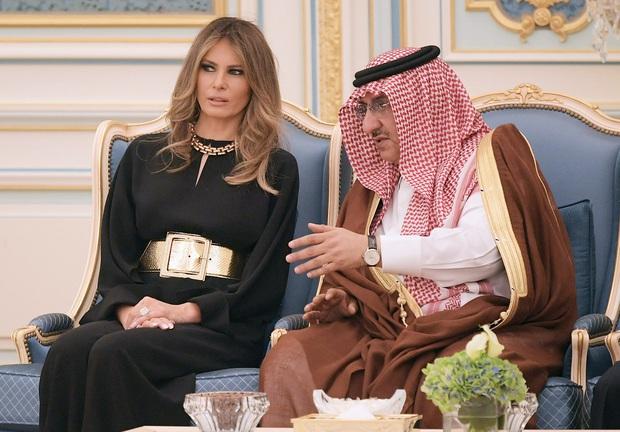 Phong cách trái ngược của 2 vị phu nhân Tổng thống: Trang nhã như bà Biden và quyến rũ như bà Trump - Ảnh 13.