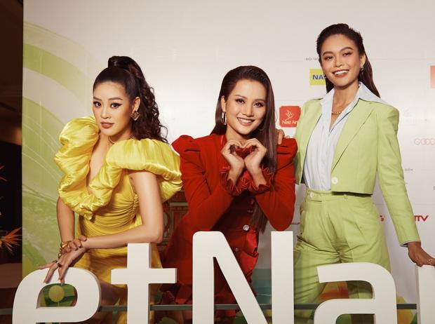 Không còn chiền may mắn, Mâu Thủy tạo dáng cực thân thiết với Hương Ly trong họp báo show thực tế mới - Ảnh 3.
