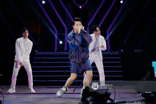 Ngay đêm phát sóng Chung kết Rap Việt: Karik bị ốm nặng và bội thực nhưng vẫn gắng gượng, trình diễn cực thần thái tại sự kiện? - Ảnh 12.