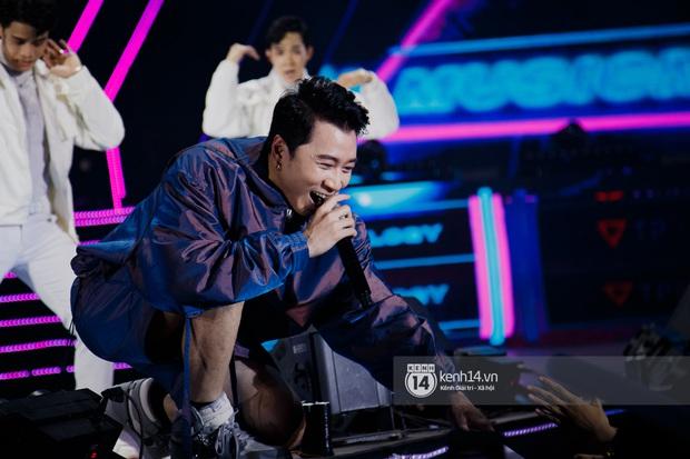 Ngay đêm phát sóng Chung kết Rap Việt: Karik bị ốm nặng và bội thực nhưng vẫn gắng gượng, trình diễn cực thần thái tại sự kiện? - Ảnh 3.