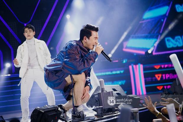 Ngay đêm phát sóng Chung kết Rap Việt: Karik bị ốm nặng và bội thực nhưng vẫn gắng gượng, trình diễn cực thần thái tại sự kiện? - Ảnh 4.