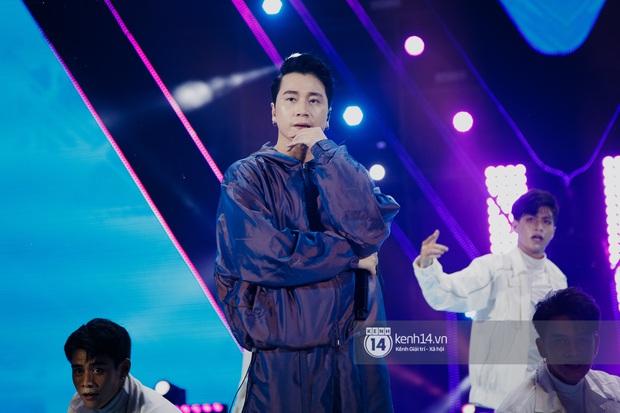 Ngay đêm phát sóng Chung kết Rap Việt: Karik bị ốm nặng và bội thực nhưng vẫn gắng gượng, trình diễn cực thần thái tại sự kiện? - Ảnh 6.