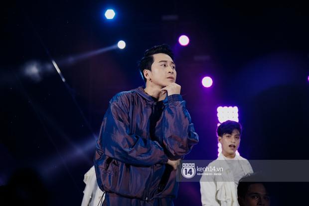 Ngay đêm phát sóng Chung kết Rap Việt: Karik bị ốm nặng và bội thực nhưng vẫn gắng gượng, trình diễn cực thần thái tại sự kiện? - Ảnh 13.