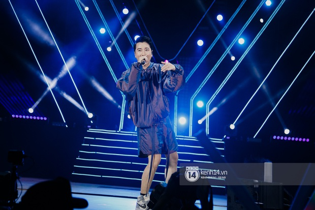 Ngay đêm phát sóng Chung kết Rap Việt: Karik bị ốm nặng và bội thực nhưng vẫn gắng gượng, trình diễn cực thần thái tại sự kiện? - Ảnh 14.