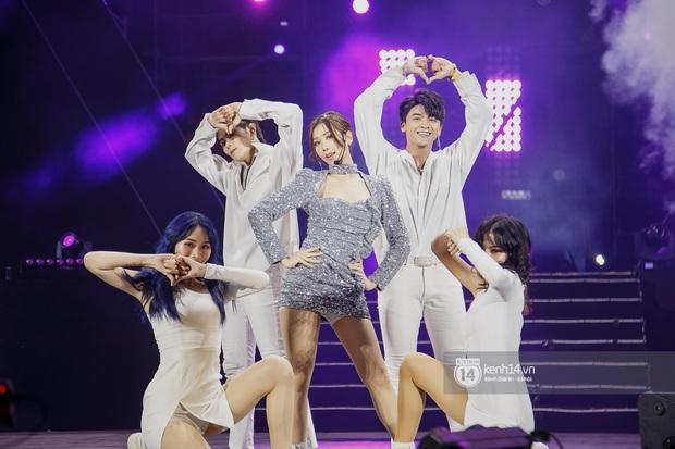 20 nghìn khán giả choáng ngợp trước loạt sân khấu ấn tượng của Sơn Tùng M-TP và dàn sao Vpop tại Đại nhạc hội Beyond The Future - Ảnh 9.