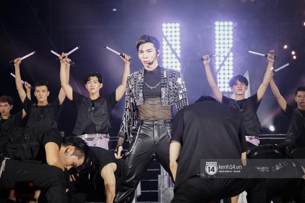 20 nghìn khán giả choáng ngợp trước loạt sân khấu ấn tượng của Sơn Tùng M-TP và dàn sao Vpop tại Đại nhạc hội Beyond The Future - Ảnh 10.