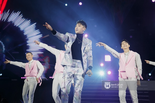 20 nghìn khán giả choáng ngợp trước loạt sân khấu ấn tượng của Sơn Tùng M-TP và dàn sao Vpop tại Đại nhạc hội Beyond The Future - Ảnh 14.