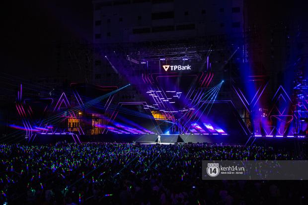 20 nghìn khán giả choáng ngợp trước loạt sân khấu ấn tượng của Sơn Tùng M-TP và dàn sao Vpop tại Đại nhạc hội Beyond The Future - Ảnh 1.