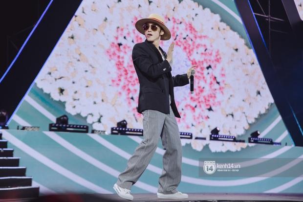 Bức ảnh gây bão: Sky cầm poster đến tận concert yêu cầu Sơn Tùng M-TP gỡ block Facebook mình vì trót dại chê idol lùn? - Ảnh 15.