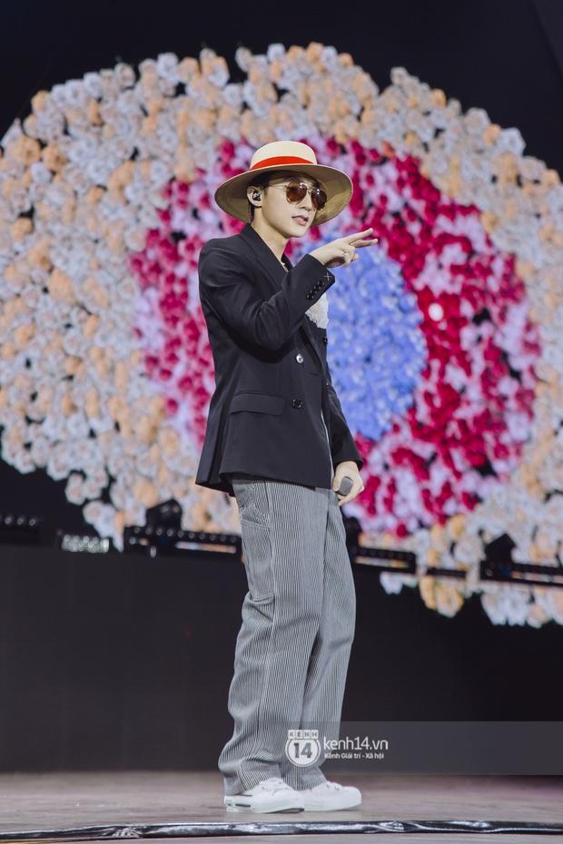 Bức ảnh gây bão: Sky cầm poster đến tận concert yêu cầu Sơn Tùng M-TP gỡ block Facebook mình vì trót dại chê idol lùn? - Ảnh 16.