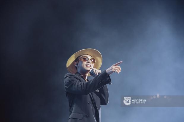 Bức ảnh gây bão: Sky cầm poster đến tận concert yêu cầu Sơn Tùng M-TP gỡ block Facebook mình vì trót dại chê idol lùn? - Ảnh 17.