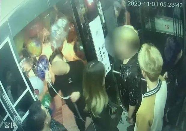 5 người bị bỏng nặng trong thang máy bởi thứ đồ chơi mà nhiều trẻ em cực kỳ yêu thích - Ảnh 1.
