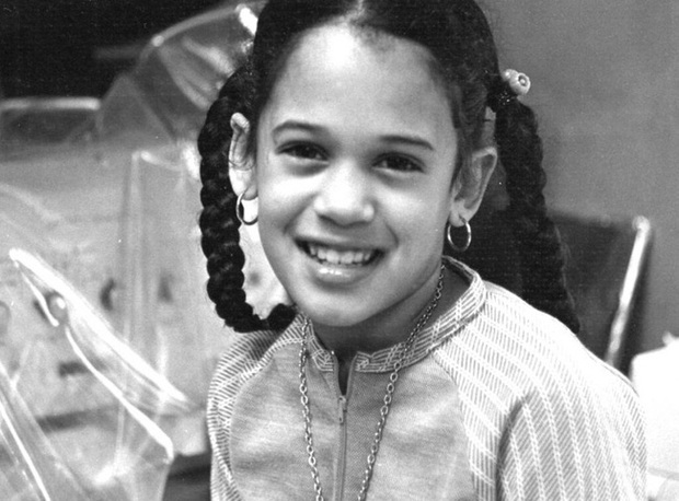 Vừa nhận tin chiến thắng, nữ Phó Tổng thống Mỹ đắc cử đã gửi thông điệp gây xúc động nghẹn ngào và loạt ảnh hiếm thấy của bà khi còn nhỏ - Ảnh 9.