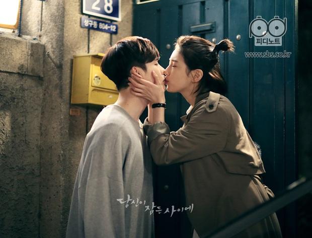 Mỹ nhân mạnh bạo nhất phim Hàn gọi tên Suzy, phim não cũng chủ động cưỡng hôn toàn trai đẹp - Ảnh 1.