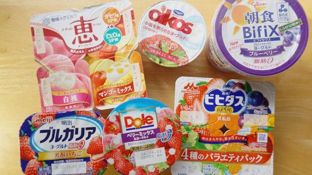 Hai lần Nhật Bản khiến cả thế giới trầm trồ: vì sao sữa chua lại bán theo lốc 4 hộp và bí ẩn sau những lọ Yakult nhỏ xíu - Ảnh 1.