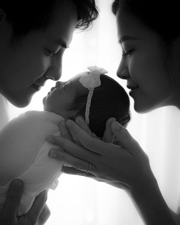 Đúng 1 năm ngày cưới, Đông Nhi tung khoảnh khắc cận mặt đầu tiên và công khai tên thật của ái nữ - Ảnh 2.