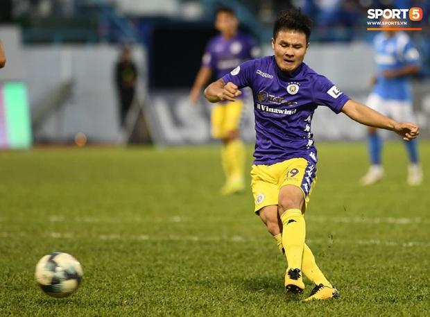 Quang Hải bất ngờ tập tễnh rời sân trong trận đấu cuối cùng của mùa giải và lý do đằng sau - Ảnh 2.