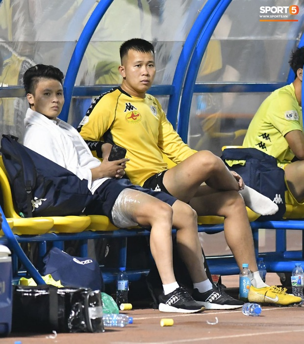 Quang Hải bất ngờ tập tễnh rời sân trong trận đấu cuối cùng của mùa giải và lý do đằng sau - Ảnh 1.