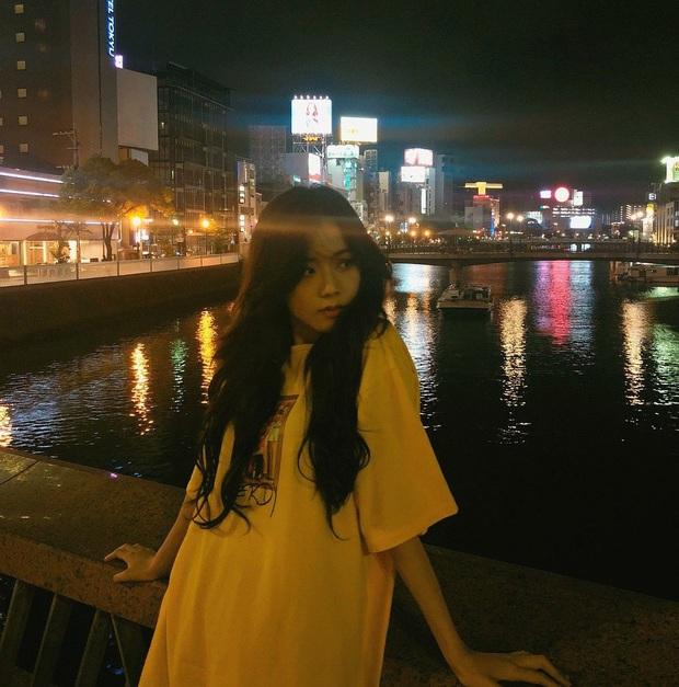 Ảnh nữ thần BLACKPINK đi dép lê, chụp tối thui ở Nhật khiến netizen ghen tị nổ mắt vì... đã xinh thì đứng bờ sông cũng đẹp - Ảnh 8.