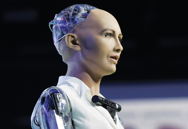 """Cô nàng siêu robot Sophia từng tuyên bố """"huỷ diệt loài người"""" 4 năm trước bây giờ ra sao? - Ảnh 1."""