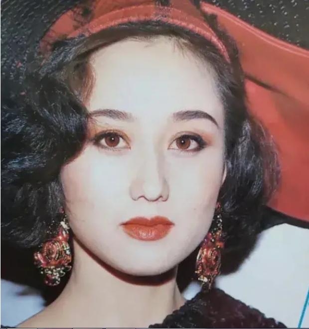 Hoa hậu châu Á Lợi Trí thời trẻ: Gương mặt hoàn mỹ, body chữ S, bảo sao Lý Liên Kiệt và trùm sòng bạc Macau mê như điếu đổ - Ảnh 3.