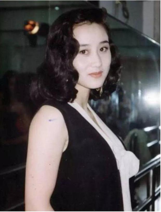 Hoa hậu châu Á Lợi Trí thời trẻ: Gương mặt hoàn mỹ, body chữ S, bảo sao Lý Liên Kiệt và trùm sòng bạc Macau mê như điếu đổ - Ảnh 5.