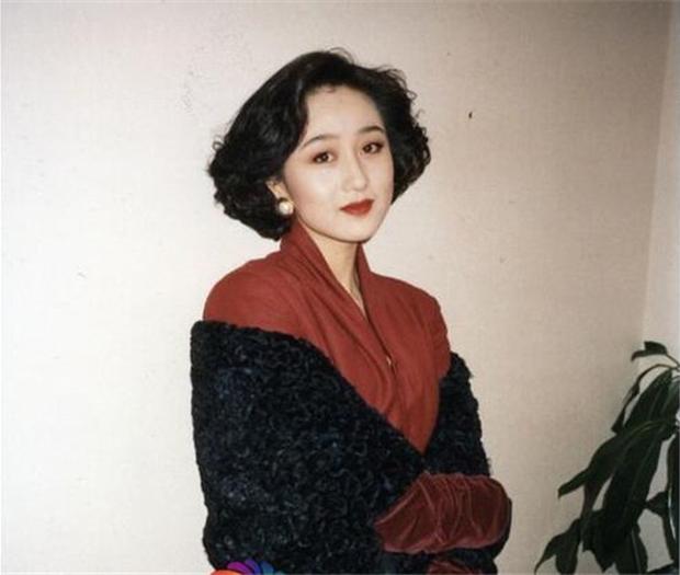 Hoa hậu châu Á Lợi Trí thời trẻ: Gương mặt hoàn mỹ, body chữ S, bảo sao Lý Liên Kiệt và trùm sòng bạc Macau mê như điếu đổ - Ảnh 8.