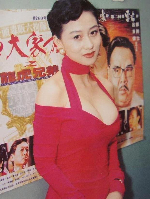 Hoa hậu châu Á Lợi Trí thời trẻ: Gương mặt hoàn mỹ, body chữ S, bảo sao Lý Liên Kiệt và trùm sòng bạc Macau mê như điếu đổ - Ảnh 9.