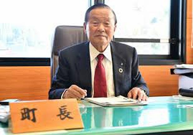 Thị trưởng Nhật Bản tự dưng nổi tiếng vì phát âm tên giống hệt tân Tổng thống Mỹ Joe Biden - Ảnh 2.