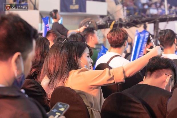 Chung kết ĐTDV mùa Đông 2020: Trai xinh gái đẹp làng Liên Quân hội tụ, khán đài náo nhiệt chưa từng có - Ảnh 10.