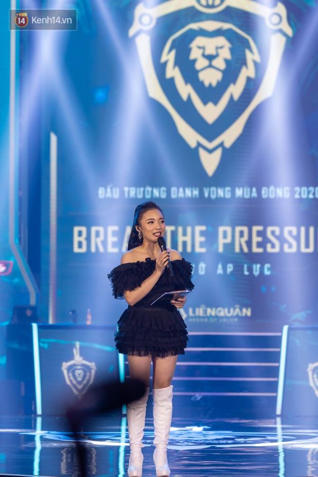 Chung kết ĐTDV mùa Đông 2020: Trai xinh gái đẹp làng Liên Quân hội tụ, khán đài náo nhiệt chưa từng có - Ảnh 15.