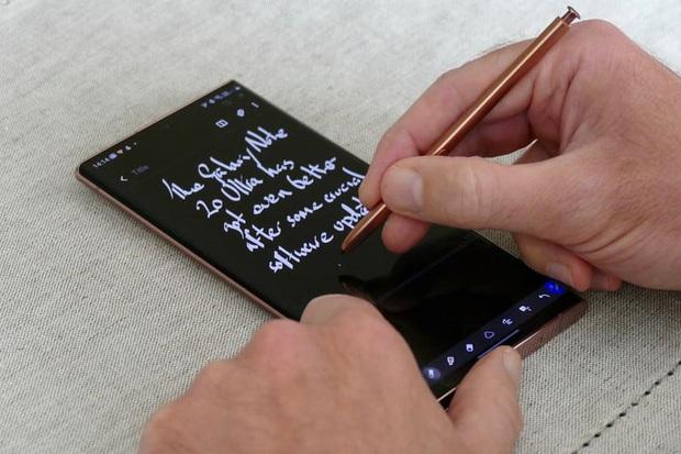 Vượt mặt Samsung, iPhone 12 Pro trở thành điện thoại chống nước tốt nhất năm 2020 - Ảnh 3.