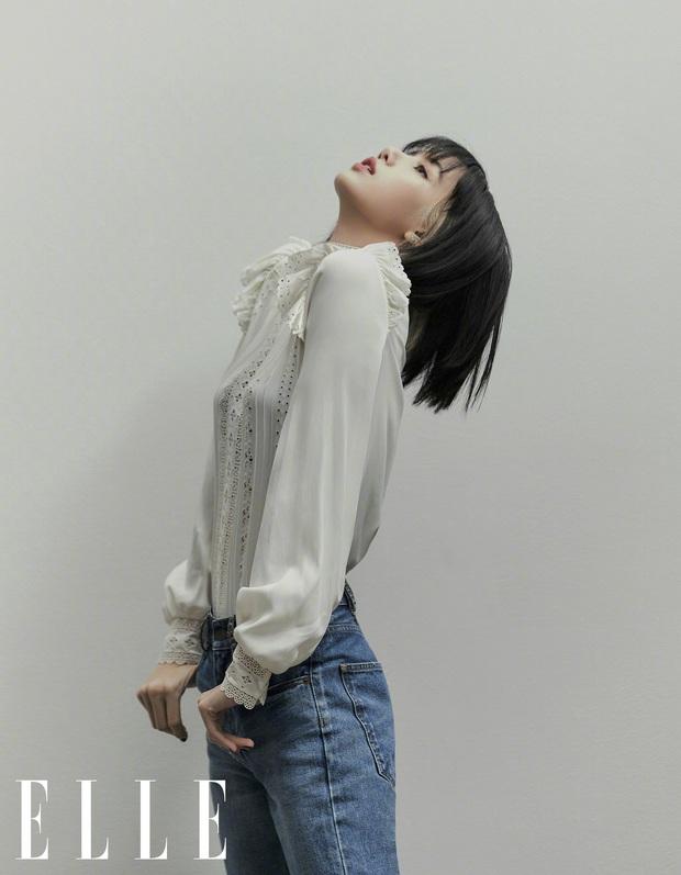 Xương cánh bướm, vòng 1 cực sang và đôi chân khó tin của Lisa (BLACKPINK) là 3 chủ đề hot nhất MXH xứ Trung hôm nay - Ảnh 6.