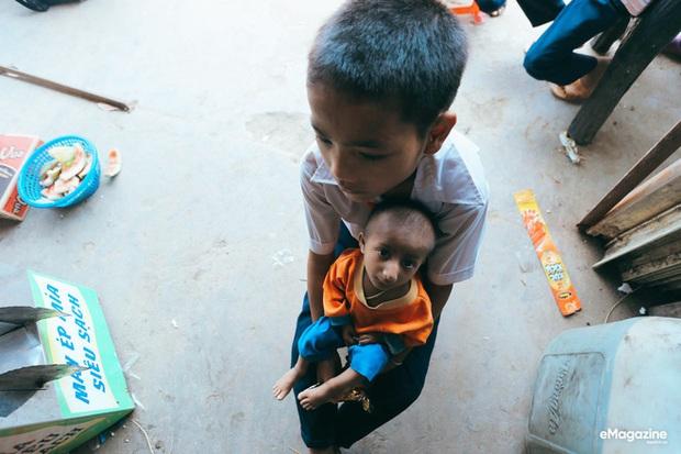 Những hình ảnh không thể nào quên về Đinh Văn Krể: Tạm biệt cậu bé tí hon với nụ cười luôn nở trên môi - Ảnh 2.