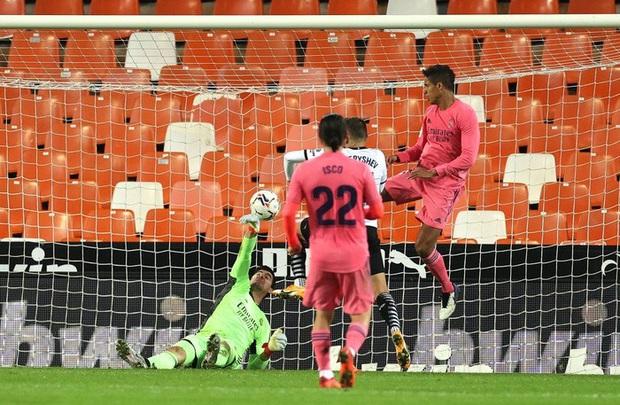 Cực sốc: Real Madrid thua ngược 1-4, ba trong bốn bàn thua là penalty - Ảnh 3.