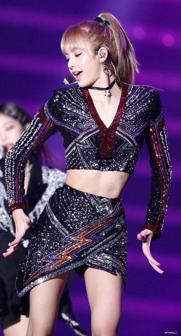 Nhân vật ảo của tân binh nhà SM làm Knet tưởng Lee Soo Man là fan Lisa (BLACKPINK), gây tranh cãi vì giống từ tóc tai cho đến outfit - Ảnh 4.