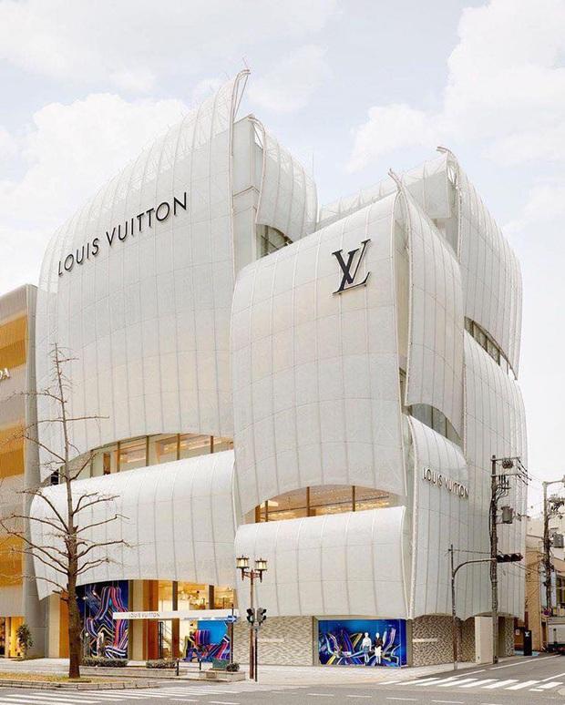 Louis Vuitton mở nhà hàng và tiệm cafe đầu tiên ở Osaka (Nhật Bản) vào trưa nay nhưng lại giới hạn khách vào mỗi tối - Ảnh 1.