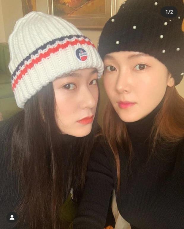 Ảnh selfie cận cảnh nhan sắc chị em sang chảnh nhất xứ Hàn Jessica - Krystal: Nhìn thế này ai ngờ cách nhau tận 5 tuổi? - Ảnh 2.