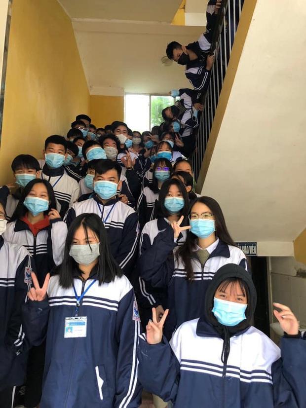 Cập nhật tình hình các lớp học mùa dịch: Muôn kiểu style chất lừ với chiếc khẩu trang huyền thoại giúp phòng chống virus corona - Ảnh 7.