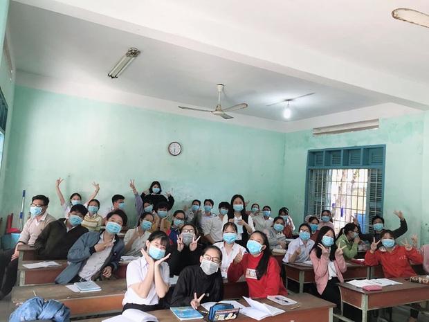 Cập nhật tình hình các lớp học mùa dịch: Muôn kiểu style chất lừ với chiếc khẩu trang huyền thoại giúp phòng chống virus corona - Ảnh 8.