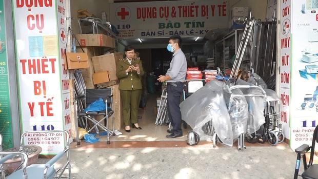 Bị lập biên bản vì hét giá khẩu trang, chủ cửa hàng ở Đà Nẵng nói: Không có lỗi vì phục vụ cho nhu cầu của người dân - Ảnh 1.