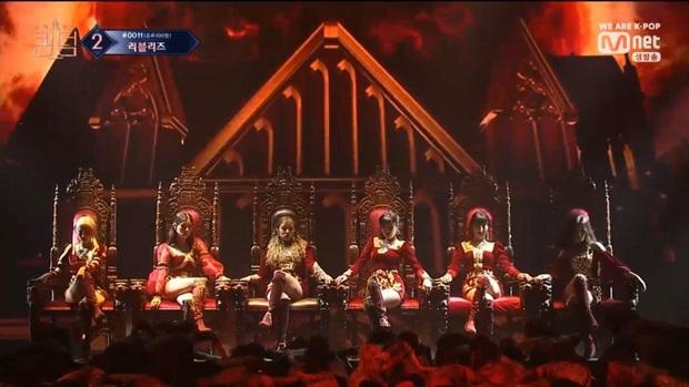 """Taeyeon và Sana (TWICE) ngồi chung 1 chiếc ghế hàng sỉ lẻ: Người khí chất làm King, người thần thái như Queen làm fan """"ship"""" rần rần! - Ảnh 7."""