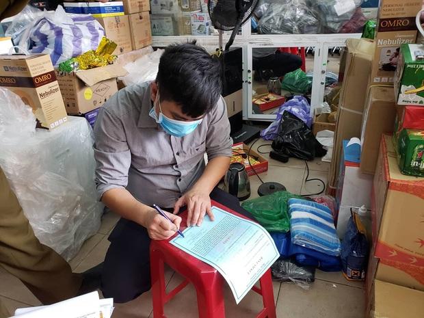 Bị lập biên bản vì hét giá khẩu trang, chủ cửa hàng ở Đà Nẵng nói: Không có lỗi vì phục vụ cho nhu cầu của người dân - Ảnh 6.