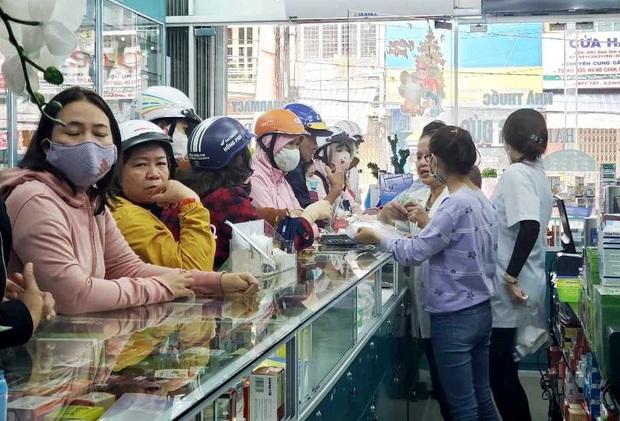 Bị lập biên bản vì hét giá khẩu trang, chủ cửa hàng ở Đà Nẵng nói: Không có lỗi vì phục vụ cho nhu cầu của người dân - Ảnh 7.
