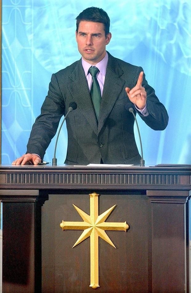 Hé lộ sự thật đằng sau việc Tom Cruise bỏ bê con gái sau 8 năm ly hôn, nguyên nhân liên quan đến Katie Holmes? - Ảnh 2.