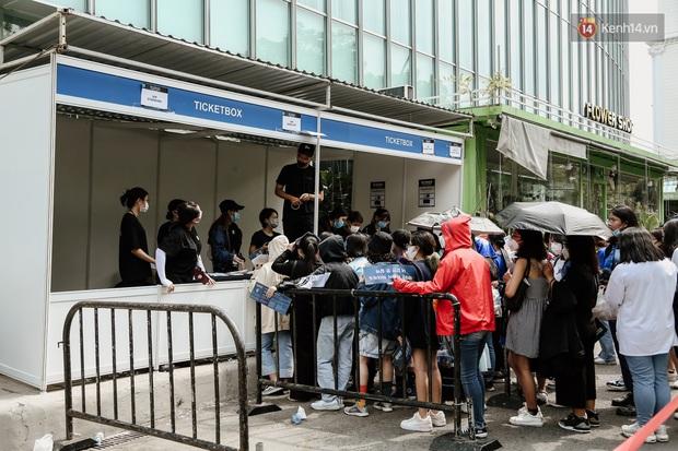 Giới trẻ Sài Gòn đeo khẩu trang kín mít đi xem concert WINNER giữa dịch bệnh do virus corona - Ảnh 9.