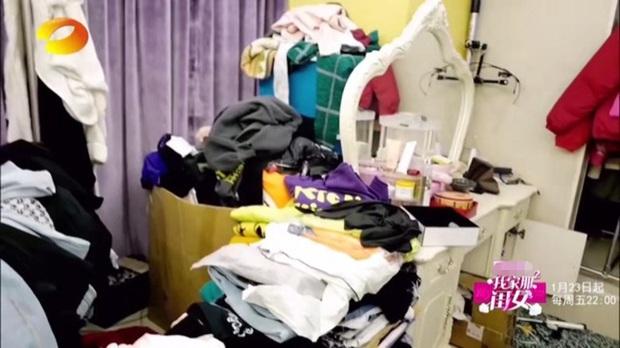 Choáng nặng trước căn hộ bề bộn, quần áo vứt lung tung, bị hàng xóm khiếu nại nhà toàn rác của Mỹ nhân ngư Lâm Duẫn - Ảnh 3.